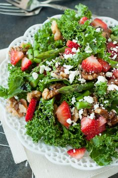 Strawberry Kale Salad :: this tasty massaged kale salad is loaded with fresh strawberries, asparagus, feta, homemade candied walnuts and a fruity strawberry-infused balsamic