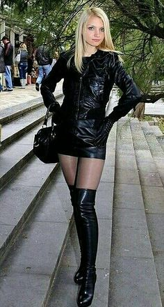 Sexy blonde in black leather jacket skirt and OTK boots - 2019 Pantyhose Outfits, Black Pantyhose, Nylons, Sexy Outfits, Micro Skirt, Micro Mini Skirts, Sexy Stiefel, Mini Skirt Dress, Leder Outfits