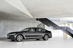 A Look at the BMW 7 Series' remote parking technology & gesture control, The World's First Car with Remote Parking. Bmw Serie 7, Bmw 7 Series, My Dream Car, Dream Cars, Bmw 750i, Audi, Mercedes Benz S, Car Tags, Bavarian Motor Works