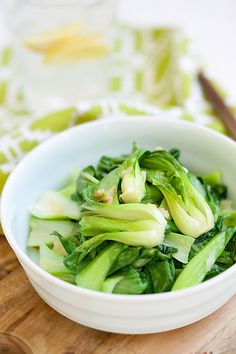 Garlic Bok Choy (Quick and Healthy!) This recipe takes only 10 mins to make from prep to dinner table. Easy and healthy vegetable recipe that calls for only 3 simple ingredients: garlic, bok choy and salt! Healthy Vegetable Recipes, Quick Healthy Meals, Healthy Vegetables, Vegetable Side Dishes, Vegetarian Recipes, Cooking Recipes, Veggies, Chinese Vegetables, Mixed Vegetables