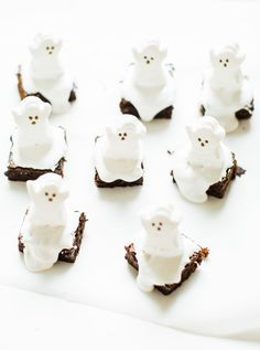 These spooky Halloween ghost brownies are delicious, adorable, and so easy to make. Kids and grownups alike will clamor for these haunted brownies! Click through for the details. #ghostbrownies #halloween #halloweendessert #halloweenbrownies #recipe #halloweenrecipe #diy #diyghostbrownies #halloweendesserts | glitterinc.com | @glitterinc Diy Halloween Food, Halloween Desserts, Spooky Halloween, Homemade Brownies, Fudgy Brownies, Brownie Recipes, Dessert Recipes, Halloween Brownies, Twix Bar
