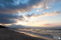 Po kilku chłodniejszych dniach dziś powróciło ocieplenie. 17°C w cieniu i pogoda spacerowa. Do popołudnia było całkiem słonecznie, a później zachmurzyło się. Na zdjęciach plaża w Pobierowie. Beach, Water, Outdoor, Gripe Water, Outdoors, The Beach, Beaches, Outdoor Games, The Great Outdoors
