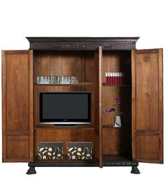 Furniture out of context... old renaissance cabinet... new tv cabinet... - read more: http://myartistic.blogspot.it/2012/03/antico-armadio-libreria-porta-tv.html