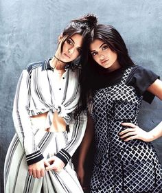 Kylie Jenner and Kendall Jenner are fighting over Scott Disick. The two seem to have feelings for Kourtney Kardashian's ex. Kourtney Kardashian, Kardashian Jenner, Kendall Y Kylie Jenner, Estilo Kylie Jenner, Le Style Du Jenner, Kendall Jenner Style, Scott Disick, Jenner Girls, Topshop