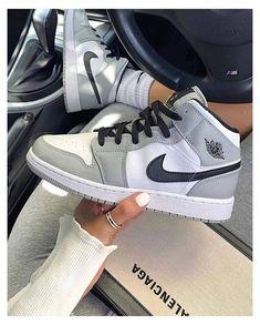 Dr Shoes, Cute Nike Shoes, Swag Shoes, Cute Sneakers, Nike Air Shoes, Hype Shoes, Shoes Sneakers, Nike Air Jordans, Nike Shoes For Women