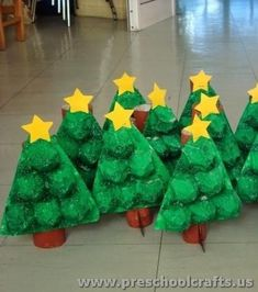 This page has a lot of christmas craft ideas for kids,preschoolers,kindergarten,teachers and parents.Santa Claus,snowman and christmas tree crafts for kids. Kindergarten Christmas Crafts, Christmas Activities, Christmas Crafts For Kids, Christmas Projects, Kids Christmas, Holiday Crafts, Christmas Decorations, Diy Crafts For Girls, Winter Crafts For Kids
