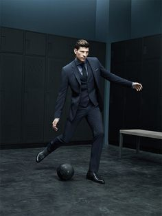 Death by Photoshop - Mario Gomez doing his Ken doll impersonation while modelling for Hugo Boss Mario Gomez, Fashion Moda, Suit Fashion, Mens Fashion, Sharp Dressed Man, Well Dressed Men, Terno Slim Fit, Dfb Team, Suit And Tie