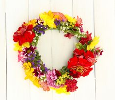 Wreath of beautiful summer flowers, on white wooden background - Stock Ph , Wooden Background, Background Images, Summer Flowers, Wild Flowers, Photo Wreath, Zinnias, Chrysanthemum, Garland, Daisy