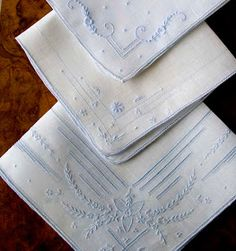 Antique Style: Embroidered Hankies DIY wedding planner with ideas and tips including DIY wedding decor and flowers. Everything a DIY bride needs to have a fabulous wedding on a budget! Vintage Embroidery, Embroidery Applique, Embroidery Stitches, Embroidery Patterns, Machine Embroidery, Diy Wedding Planner, Bordados E Cia, Vintage Handkerchiefs, Linens And Lace