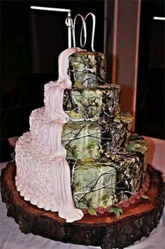 Rrealtree Camo Wedding Cake - We want this cake but pink camo/ snow camo. Camo Cakes, Camo Wedding Cakes, Country Wedding Cakes, Rustic Wedding, Our Wedding, Dream Wedding, Wedding Stuff, Nature Wedding Cakes, Pink Camo Wedding Dress