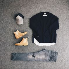 I love the wash of the jeans And the shirt too, but I definitely wouldn't pick those boots for this outfit.
