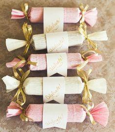 Aprenda a fazer flores de papel e faça a sua própria decoração de casamento