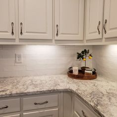 Types Of Kitchen Countertops, Brown Granite Countertops, Backsplash For White Cabinets, Brown Cabinets, White Granite Kitchen, Off White Kitchens, Granite Backsplash, Antique White Cabinets Kitchen, Backsplashes With White Cabinets