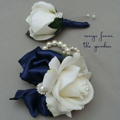 Parents' wrist corsages and boutonnieres