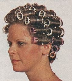 How can anyone get beauty sleep with so many curlers in her hair? And these curlers don't even have the killer stick in your head bristles! Best Hair Rollers, Sleep In Hair Rollers, Hot Rollers, Vintage Hairstyles, Cool Hairstyles, Wet Set, Heatless Curls, Roller Set, Pin Curls
