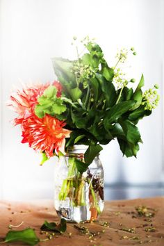 How to arrange and keep fresh flowers in your home this fall.