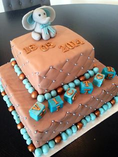 Mocca and gold coloured cake with an elephant and diamond cuttet side