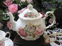 Google Image Result for http://www.teapotsnmore.com/images/products/Vintage%2520Collection%25201940%2520Alice%2520Teapot%2520SummerBloom.JPG