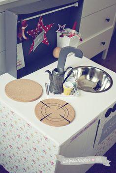 kinderhaus aus pappe diy ideen auf pinterest cart n casitas y juguetes. Black Bedroom Furniture Sets. Home Design Ideas