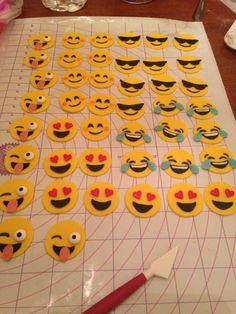 Emoji mini cupcake topper