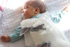 Aujourd'hui grande première sur le blog, je ne vous présente pas de projet couture mais un autre jeu d'aiguilles : le tricot. Et pour c... Kids And Parenting, Baby Knitting, Kids Room, Hui, Children, Chiffons, Patio, France, Ideas