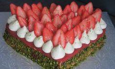 Tarte/Gâteau moelleux croquant à la pistache et fraises – Les délices de myrtille