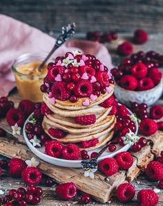 The best vegan pancakes- Die besten veganen Pancakes These pancakes are quick and easy to prepare, vegan and so delicious! Best Vegan Pancakes, Peanut Butter Pancakes, Vegan Peanut Butter, Vegan Breakfast Recipes, Healthy Dessert Recipes, Eat Healthy, Healthy Life, Chocolate Chip Cookies Rezept, Waffel Vegan