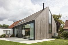 The second life of an old farm ~ Arch. Modern Barn House, Modern House Design, Steel Framing, Modern Mountain Home, Townhouse Designs, Arch House, Timber Cladding, House Extensions, Facade Design