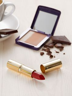 Bronzed cheeks and red lips are perfect for a fresh autumn look.