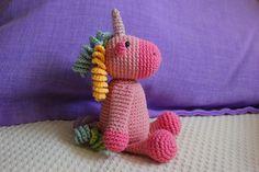 ¡Tenemos nuevo patrón en el blog! Un precioso amigurumi unicornio. Perdonad mi ausencia en el blog e