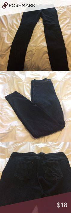Darkwash XL Hue denim leggings/jeggings These dark wash, almost blue Hue jeggings include details like buttons and seams to look like zippers and pockets that make these comfy leggings look just like jeans! 97% cotton with 3% spandex, these are comfortable and versatile.  Worn once, so has no pilling or stretch from wearing. HUE Pants Leggings