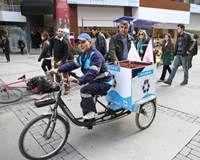 Konak'ta atık pilleri bisikletli ekipler topluyor