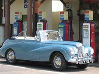 A Sunbeam Alpine with 4 speed floor change. Rolls Royce For Sale, Rolls Royce Cars, Classic Cars British, Old Classic Cars, Rolls Royce Black, Ferrari For Sale, Bentley Car, Unique Cars, Pumps