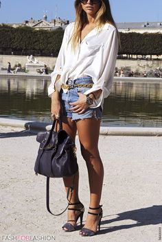 Street style, Paris. I would wear this to market evefry day If I could