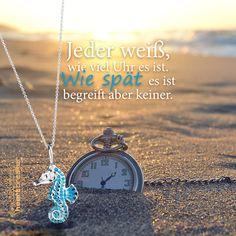 Jeder weiß, wie viel Uhr es ist. Wie spät es ist begreift aber keiner. Statements, Flower Power, Avengers, German, New Quotes, Proverbs Quotes, Wealth, Deutsch, German Language