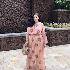#Throwback to this never before seen pic from earlier this year in Hawaii. I didnt post it at the time because I thought I looked very pregnant and hadnt announced it yet but now I realize I simply felt very pregnant!  #RealTalk (PS - this dress has been sold out for ages sorry!) . . . . . #maxidress #throwbackthursday #tbt #confidence #selflove #bopo #bodypositive #girlwithcurves #coldshoulder #coldshoulderdress #vacationstyle #hawaiilife #floraldress #styleblogger #fashionblogger…