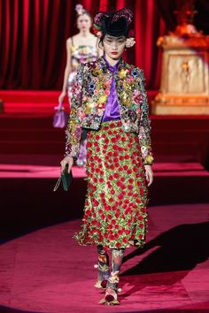 Dolce & Gabbana Fall 2019 Ready-to-Wear Fashion Show Collection: See the complete Dolce & Gabbana Fall 2019 Ready-to-Wear collection. Look 38 Fashion 2020, Star Fashion, Runway Fashion, Fashion Brands, High Fashion, Womens Fashion, Fashion Fashion, Dolce & Gabbana, Fashion Show Collection