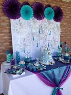 Frozen theme party, Frozen theme party images, Frozen party for girls, Ideas to decorate a Frozen party with balloons, simple decoration for a girl's Elsa Birthday Party, Frozen Themed Birthday Party, Disney Frozen Birthday, 3rd Birthday Parties, Birthday Ideas, Birthday Table, Themed Parties, Frozen Party Decorations, Birthday Party Decorations