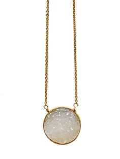 Geo raw & druzy stones... A sparkling trend in fashion jewelry! This necklace is simply stunning, it gives every outfit an extra spark! Its made with