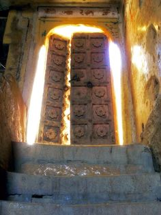 The light shines through a doorway by the second gate of Jaisalmer fortress in Rajastan, India. Past Life Regression, Mood And Tone, Door Gate, Stairway To Heaven, Closed Doors, Door Knockers, Doorway, Natural Wonders, Stairways