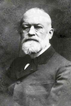 Charles Louis Alphonse Laveran  (1845-1922), 1907, médecin militaire et parasitologiste français, pionnier de la médecine tropicale, connu pour avoir découvert, en 1880, le parasite protozoaire responsable du paludisme. Pour la première fois était mis en évidence que les protozoaires pouvaient être la cause de maladies. Ses travaux sur le protozoaire lui ont valu de recevoir le prix Nobel de physiologie ou médecine de 1907.