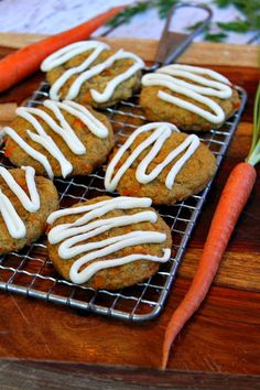 Recipe for Carrot Cake Cookies- a soft and cakey cookie drizzled with cream cheese frosting. Cookies Cupcake, Carrot Cake Cookies, Galletas Cookies, Cupcakes, Cookie Desserts, Dessert Recipes, Yummy Treats, Delicious Desserts, Sweet Treats