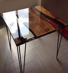Table basse / salle créée avec du bois de poire et une résine