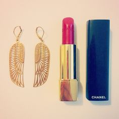 Obsessed with my new #zoeandmorgan earrings! Those and some #chanel red lippy is all you need....