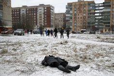 Al menos doce personas han muerto en los ataques con cohetes contra la localidad ucrania de Kramatorsk, que han alcanzado el cuartel general del Ejército ucraniano y una zona residencial de la citada localidad