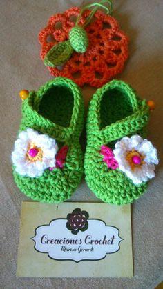 Zapatitos crochet diseños originales https://www.facebook.com/GorrosBoinasCrochet ♥♥
