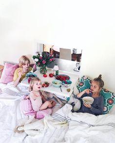Lucka in i sängen för frukostar
