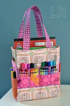 Art Caddy Tote Art Caddie tote what a great gift for small kids or for a road trip busy bag! must make for my coloring queen Yanna Sewing Hacks, Sewing Crafts, Sewing Projects, Art Caddy, Caddy Bag, Tote Pattern, Wallet Pattern, Sewing For Kids, Handmade Bags