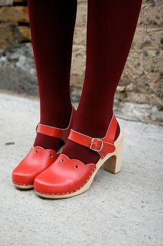 ...red clogs... Sandgrens Milan High #ClogSandals #Red www.sandgrensclogs.com/links/p/milan-high-red.php