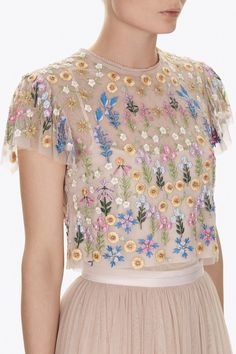 The Flowerbed artwork is inspired by formal English gardens. Precise clusters of small flowers create a softly engineered layout, reflecting the English Garden inspiration. The delicately embroidered floral design is inspired by vintage embroideries. The top is a signature Needle & Thread shape, with delicately fluted sleeve details.